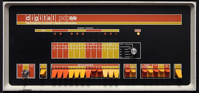 PDP-8/E front panel