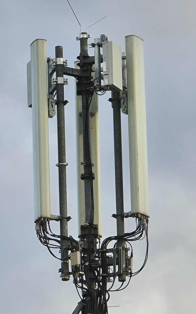 Image: Close-Up of the Antenna installation
